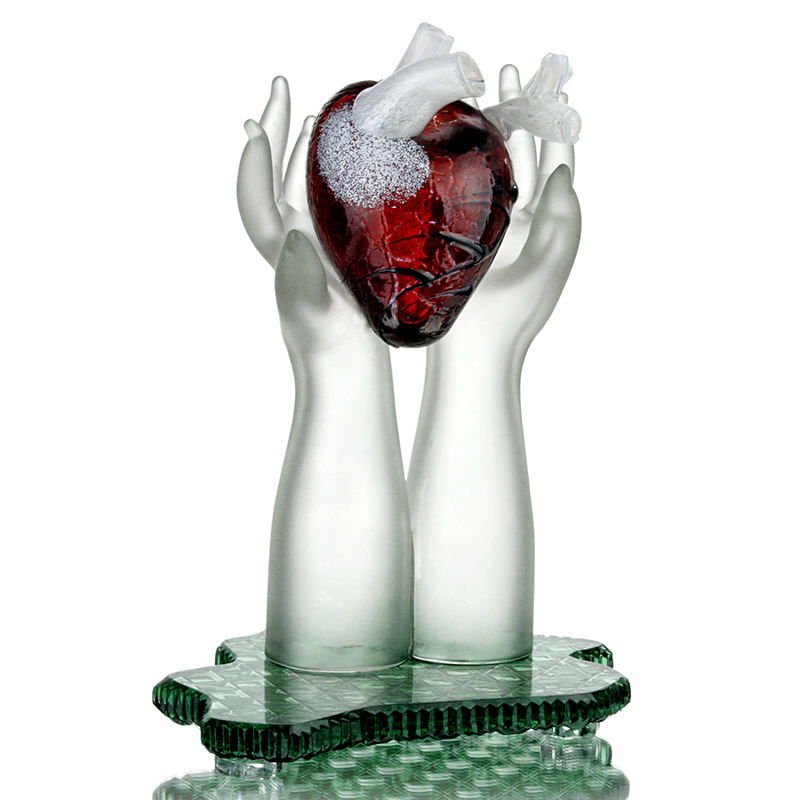 photo Heart in the hands from glassworks Neman