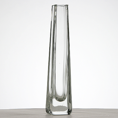 photo Vase-pyramid 8326 - h120mm from glassworks Neman